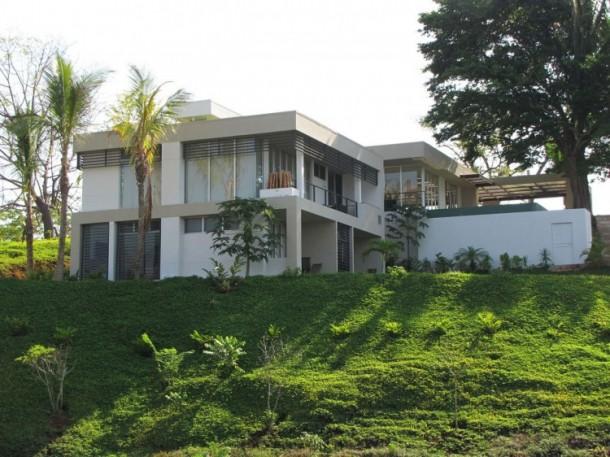 Outside view of Black Beauty Tierra Villa