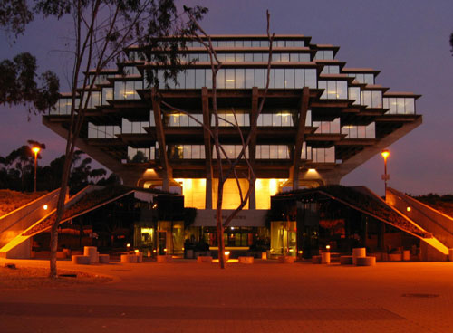 Geisel library a beautiful view at night