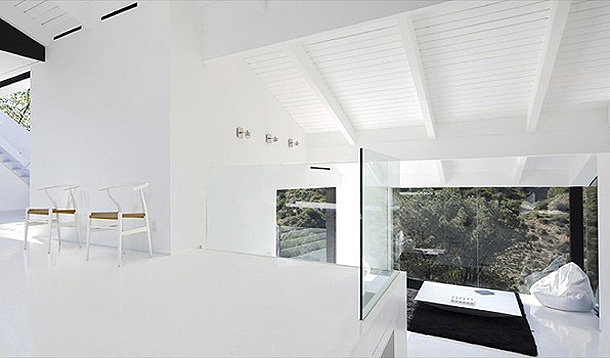 Nakahouse in the Hollywood Hills white home