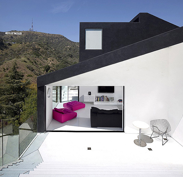 Nakahouse in the Hollywood Hills white interior