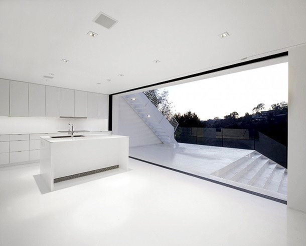Nakahouse in the Hollywood Hills white living