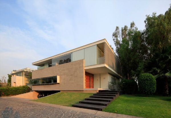Front View Contemporary Godoy House