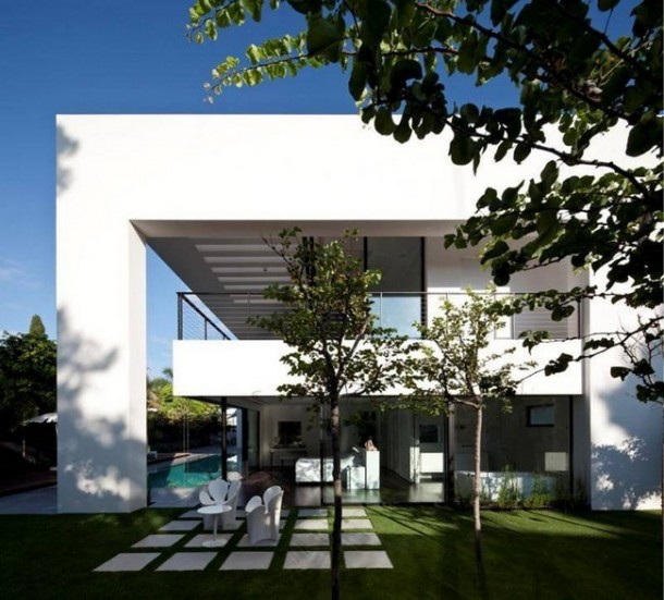 Lawn Haifa House by Pitsou Kedem Architects