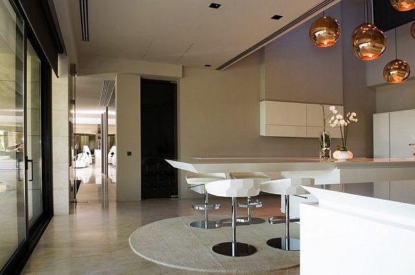Modern Kitchen Design at Familiar House in Marbella