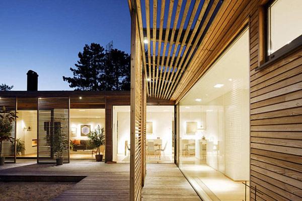 Night view at modern Hakansson Tegman Residence