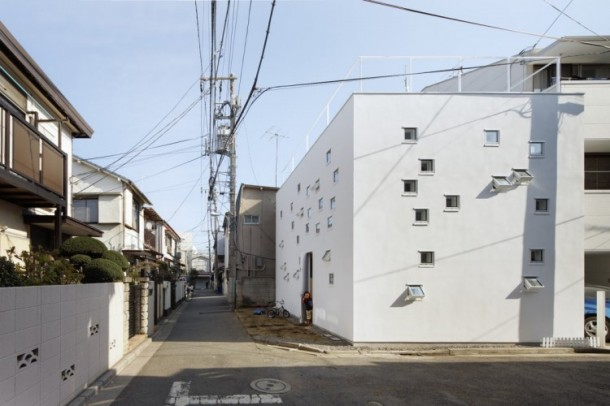 Room Room House by Takeshi Hosaka Architects Outside view