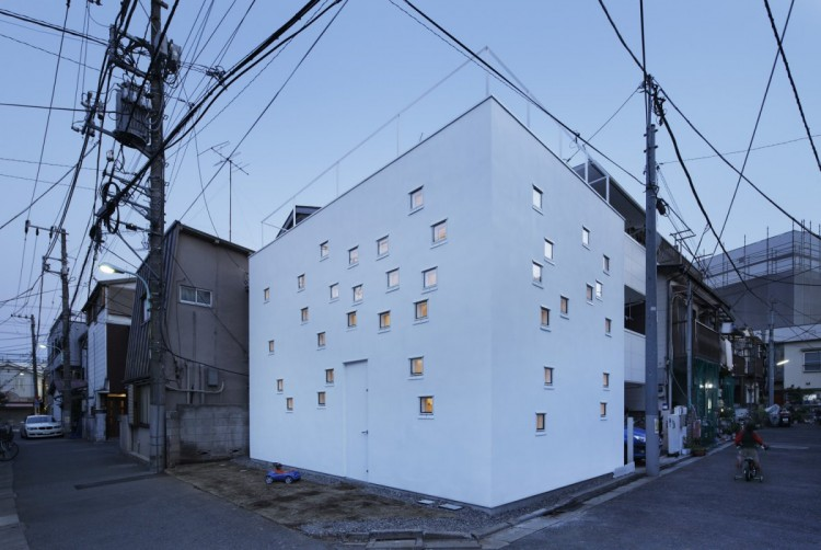 Room Room House by Takeshi Hosaka Architects