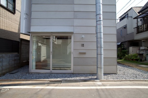 Small House in Tokyo by Unemori Architects Entrance View