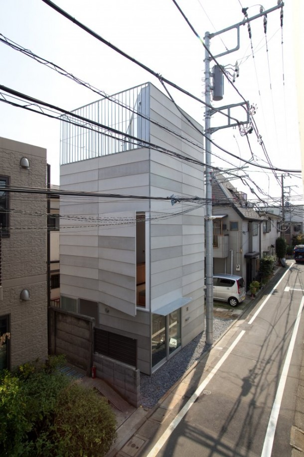 Small House in Tokyo by Unemori Architects Street View