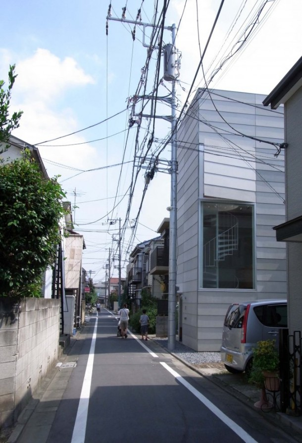 Small House in Tokyo by Unemori Architects neighboring houses