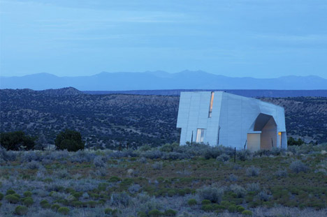 desert home designed by Steven Holl
