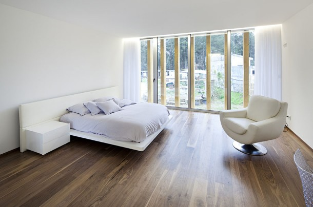 Luxury Bedroom at Mario Rocha House by Carlos Nuno Lacerda