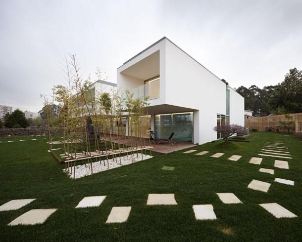 Mario Rocha House grassy lawn