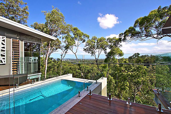 Swwimming pool of Treetops house