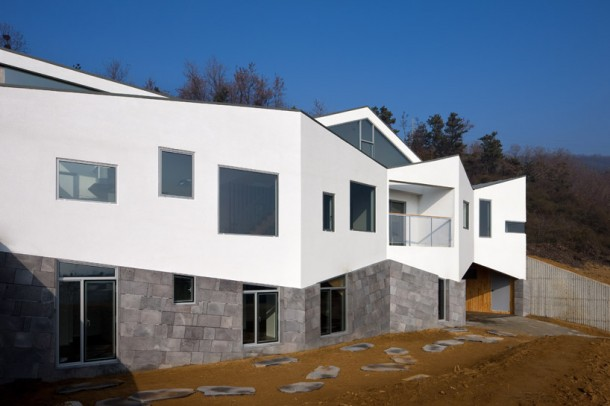 fluctuating facade Panorama House