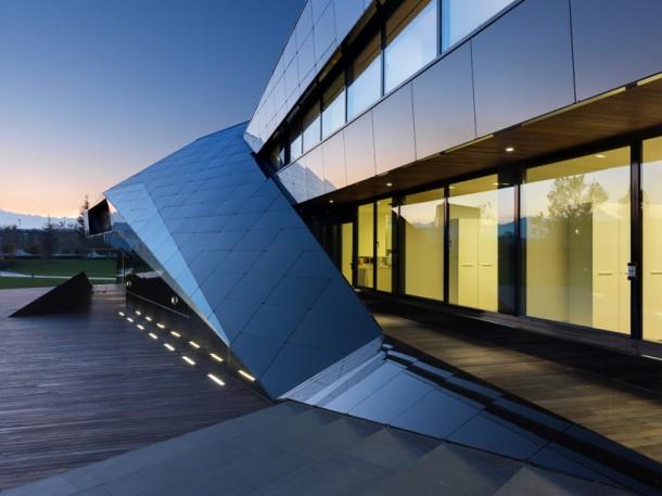 Luxury Vidre Negre Office Building design