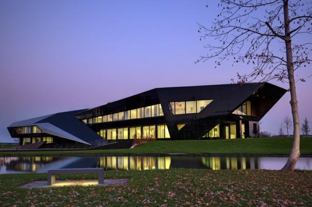 Vidre Negre Office Building by Damilano Studio Architects
