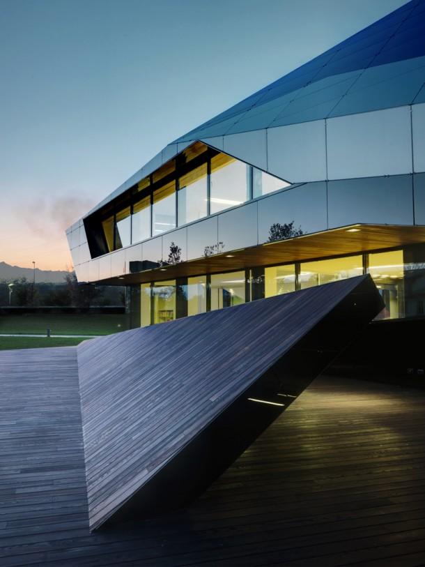 Vidre Negre Office Building design by Damilano Studio Architects