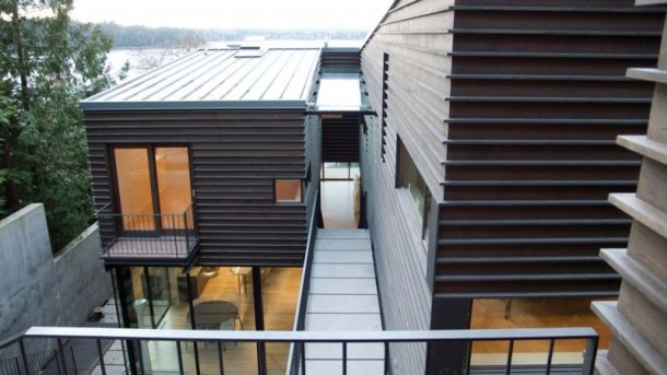Stylish Roof of Courtyard House