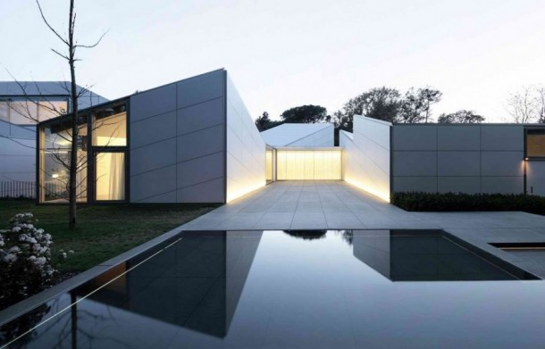 Swimmiming Pool of f AA House by OAB